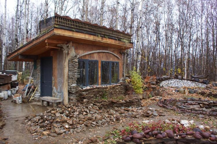 schist-cabin-stone-sanctuary-jungcurrents